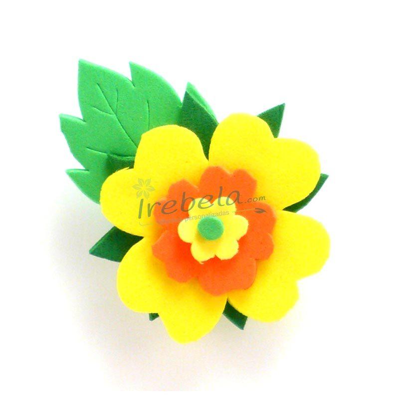 Broche flor amarilla y naranja de goma eva irebela - Flor de goma eva ...