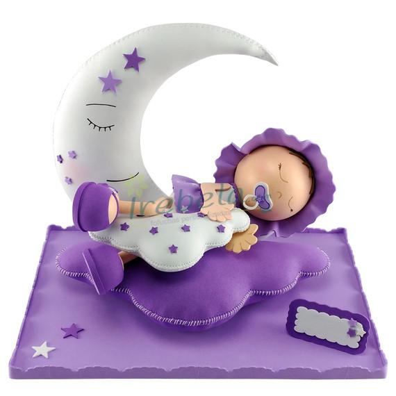 Fofucha bebé dormido en la luna