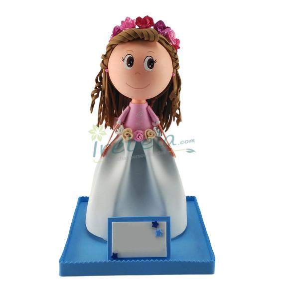 Fofucha niña de comunión con diadema de flores