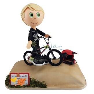 Fofucho con bicicleta y casco de BMX